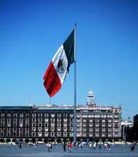 en_big_990407-mexico-mexico_city-zocalo-flagg.html